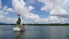 Uma vista bonita da lagoa em um dia ensolarado foto de stock royalty free