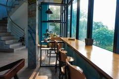 Uma vista bonita na cafetaria imagem de stock