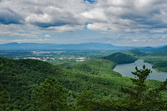 Uma vista da angra de Carvins e do aeroporto regional de Roanoke-Blacksburg Imagem de Stock