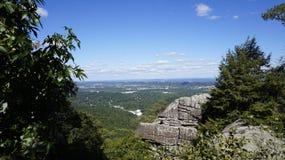 Uma vista da cidade da rocha Fotos de Stock Royalty Free