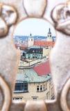 Uma vista da cidade de Praga através de um buraco da fechadura imagem de stock