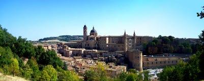 Uma vista da cidade de Urbino Fotos de Stock Royalty Free