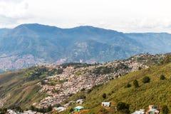 Uma vista da elevação acima sobre Medellin Colômbia fotos de stock royalty free