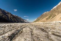 Uma vista da geleira de Bezengi no Cáucaso central, Rússia fotografia de stock royalty free