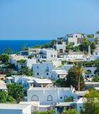 Uma vista da ilha com as casas brancas típicas, Itália de Panarea Fotografia de Stock Royalty Free