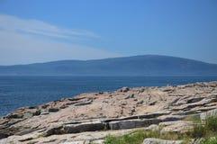 Uma vista da ilha de deserto da montagem Imagens de Stock Royalty Free