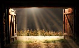 Uma vista da porta do celeiro imagem de stock royalty free