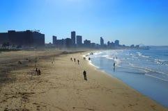 Uma vista da praia dourada da milha, Durban, África do Sul Fotos de Stock Royalty Free