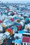 Uma vista da torre da igreja de Hallgrimskirkja imagem de stock royalty free