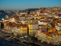 Uma vista de construções coloridas em Ribeira, Porto, Portugal Fotografia de Stock