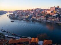 Uma vista de construções coloridas em Ribeira, Porto, Portugal Imagem de Stock Royalty Free