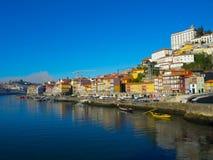 Uma vista de construções coloridas em Ribeira, Porto, Portugal Foto de Stock Royalty Free