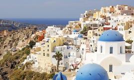 Uma vista de Oia na ilha grega de Santorini fotos de stock