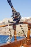 Uma vista de Thira na ilha grega de Santorini imagem de stock