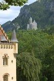 Uma vista de um castelo Imagens de Stock Royalty Free