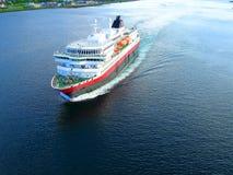 Uma vista de um navio de flutuação Tromso noruega Foto de Stock Royalty Free