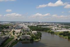 Uma vista de uma cidade fotografia de stock