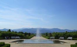 Uma vista de Venaria Reale e seu jardim fotos de stock