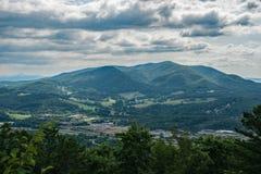 Uma vista do botão de Fullhardt do funileiro Mountain foto de stock royalty free