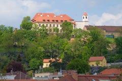Uma vista do castelodo pilberk de Å, dia de abril Brno, república checa fotos de stock