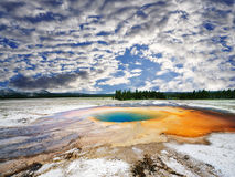 Uma vista do geyser intermediário Imagem de Stock