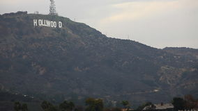 Uma vista do Hollywood Hills e o Hollywood ioconic assinam video estoque