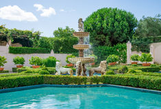Uma vista do jardim italiano em Hamilton Botanical jardina em Nova Zelândia fotos de stock royalty free