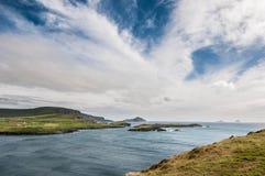 Uma vista do oceano em ireland fotografia de stock royalty free