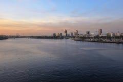 Uma vista do porto de Long Beach, Califórnia de um duri do navio de cruzeiros Fotografia de Stock Royalty Free