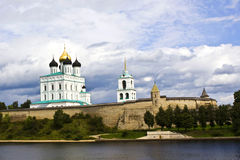 Uma vista do Pskov Kremlin Imagens de Stock Royalty Free