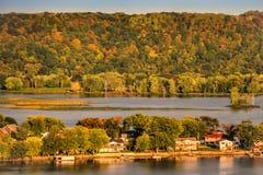 Uma vista do rio Mississípi perto de Guttenberg Iowa imagens de stock