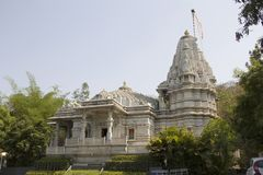 Uma vista do templo Jain na estrada de Agarkar, Pune, Índia fotos de stock