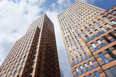 Uma vista do Zuidas em Amsterdão, os Países Baixos imagem de stock