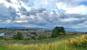 Uma vista geral de Edimburgo imagens de stock