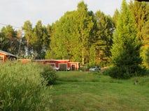 Uma vista nós pensamos bastante comum no lado do país em Finlandia imagens de stock royalty free