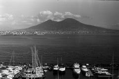 Uma vista na montanha do Vesúvio em Nápoles imagem de stock royalty free