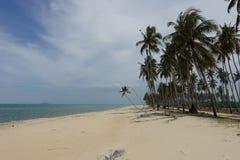 Uma vista na praia de Penarik, Terengganu Malásia fotografia de stock royalty free
