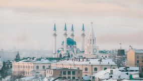 Uma vista na vista principal de Kazan - mesquita central Kazan Kremlin vídeos de arquivo