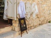 Uma vista na vila tradicional de Omodos em Chipre fotografia de stock royalty free