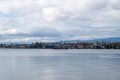 Uma vista no lago Genebra de Preverenges, Suíça fotografia de stock