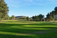 Uma vista para trás do verde do golfe Fotografia de Stock