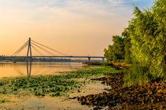 Vista do rio de Dniper na manhã imagem de stock