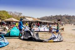 Uma vista típica da praia do boquilla do la perto de Cartagena Colômbia imagens de stock