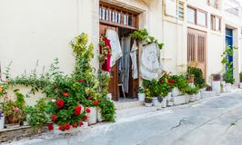 Uma vista típica na vila tradicional Omodos em Chipre imagens de stock royalty free