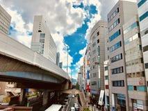 Uma vizinhança perto da estação do ` s Ueno de Japão foto de stock