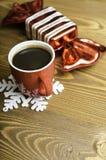 Uma xícara de café, um floco de neve e uns doces do Natal Fotografia de Stock