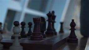 Uma xadrez na placa de xadrez filme