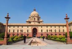 Umaid Bhawan PalaceJodhpur stor byggnad med trädgårds- främst Arkivfoton