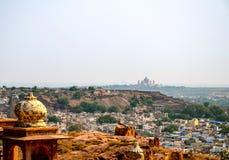 Umaid Bhawan slott och den gamla staden av Jodhpur, Rajasthan, Indien Royaltyfri Bild
