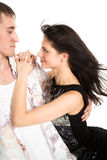 Umarmungfrau des jungen Mannes auf Weiß Stockfoto